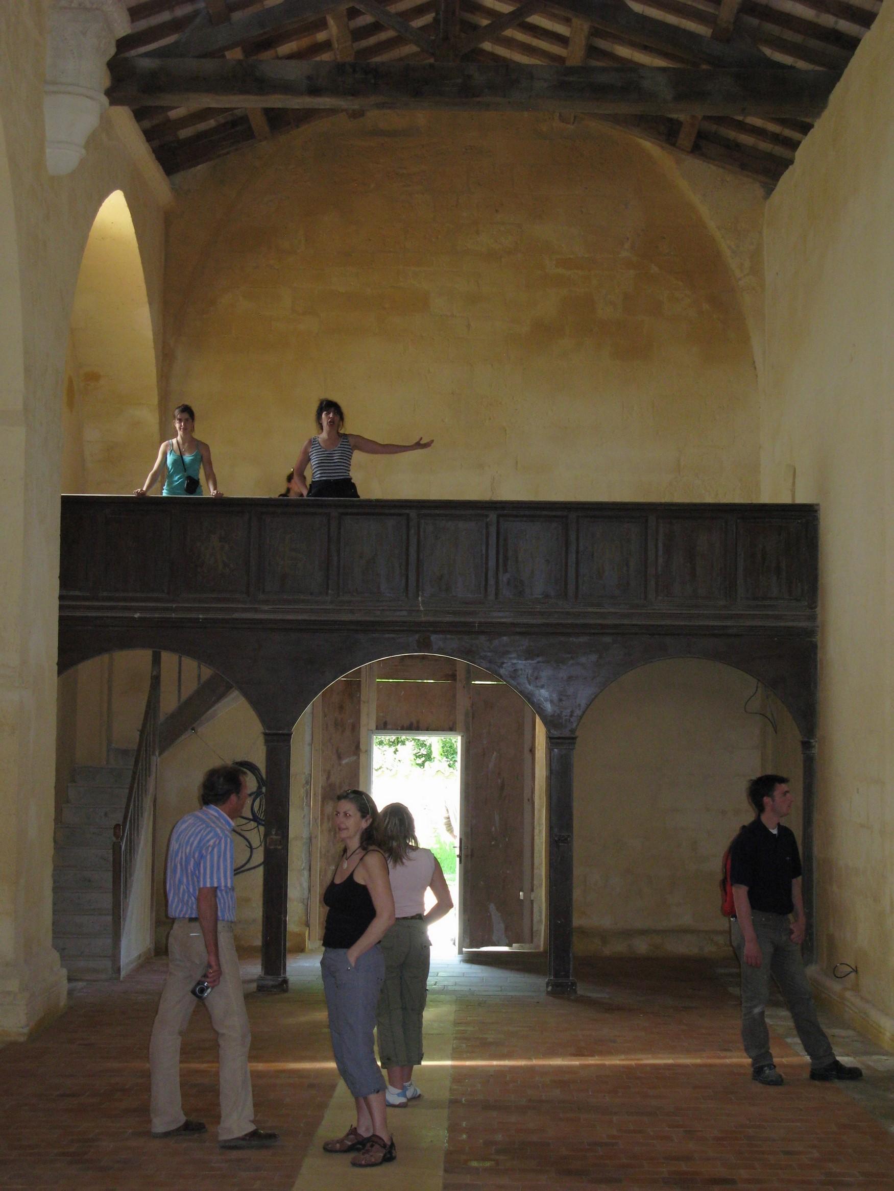 15 Après cinq kms nous découvrons, une église romane portant une téte diabolique sur une voussure...